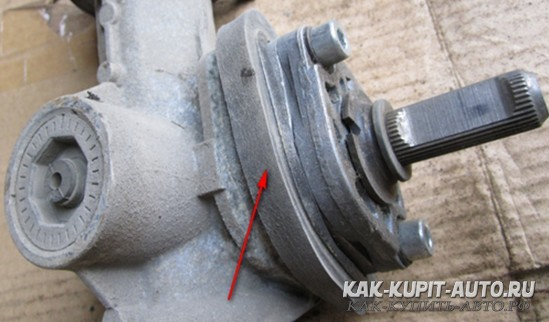 Прокладка между рулевой рейкой и кузовом