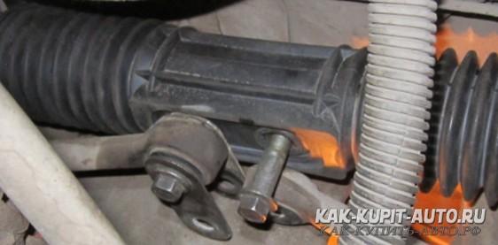 Соединяем рулевые тяги с рейкой