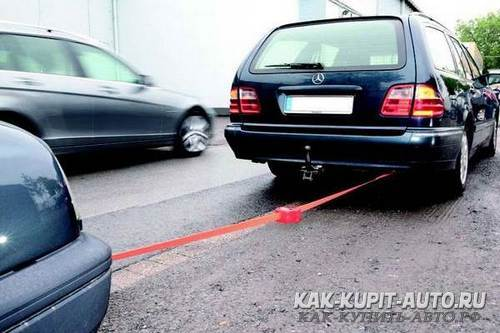 Буксировка автомобиля тросом