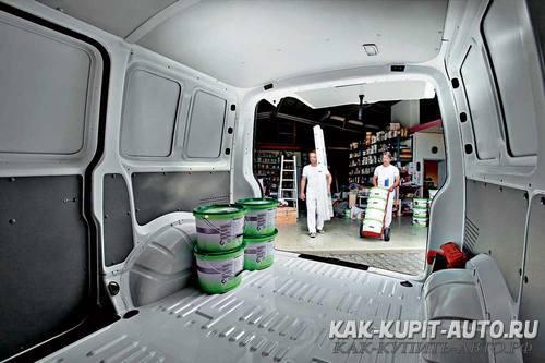 Фургон имеет вместительный грузовой отсек
